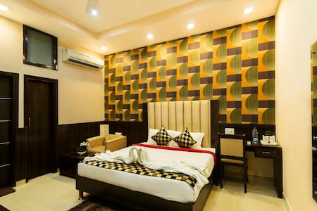LUXURY ROOM-1 KM FROM GOLDEN TEMPLE - Amritsar - Bed & Breakfast