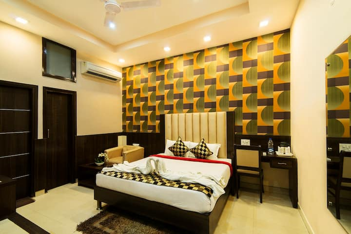 DELUXE ROOM-1 KM FROM GOLDEN TEMPLE
