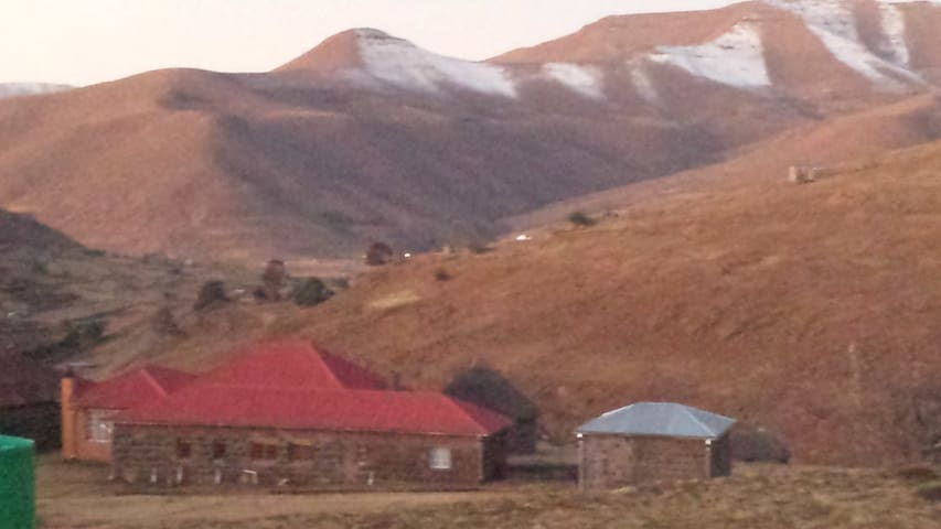 Molumong Lodge & Pony Trekking Centre - Mokhotlong - House