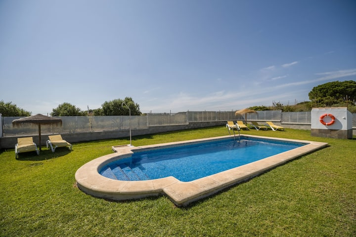 "Tranquil Home ""Casas Rurales El Mirador A"" with a Shared Pool (open from April 1st to October 31st), Beautiful Views, Terrace & Wi-Fi; Parking Available"