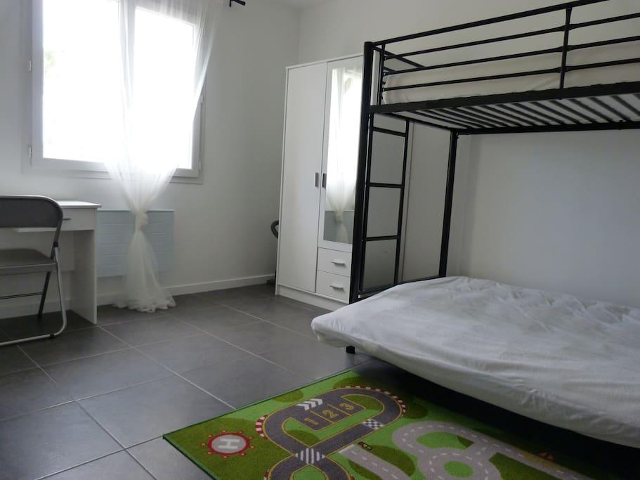 chambre enfant (2+1 couchage)