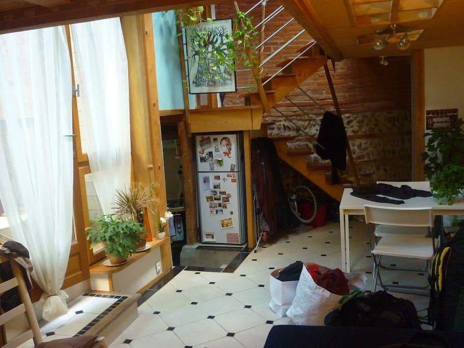 appartement atypique t1 bis et son petit jardin appartements louer toulouse midi pyr n es. Black Bedroom Furniture Sets. Home Design Ideas