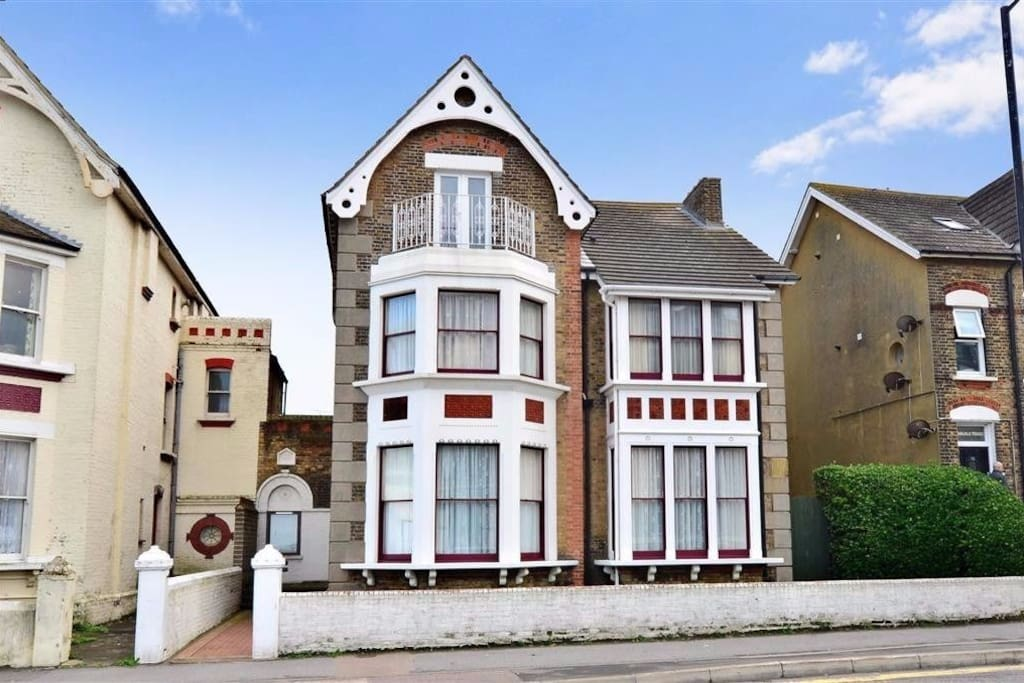 This loft apartment is at the top of a beautiful 1879 built Victoria home, overlooking the Margate beach with a panoramic view which brings in the beach and Turner Gallery; a beautiful spot on the balcony awaits you for the marvellous sunsets.  The loft apartment is perfectly positioned to access the town and harbour. Margate and Westgate beaches are just across the road, and the Turner Gallery and Dreamland are minutes away.   One of the prime attractions of the house is that the views are glorious, whatever the weather. Its proximity to the beaches and town mean that our guests can pop home from anywhere in Margate in just a few minutes.