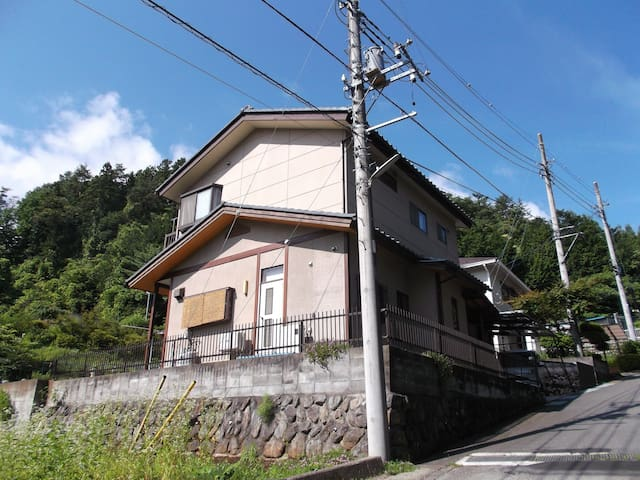 A small house on the outskirts. - Tsuru-shi - House