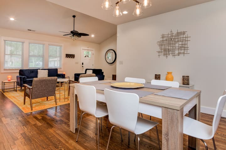 Eat-in Kitchen, Seating for 6 at dining table.