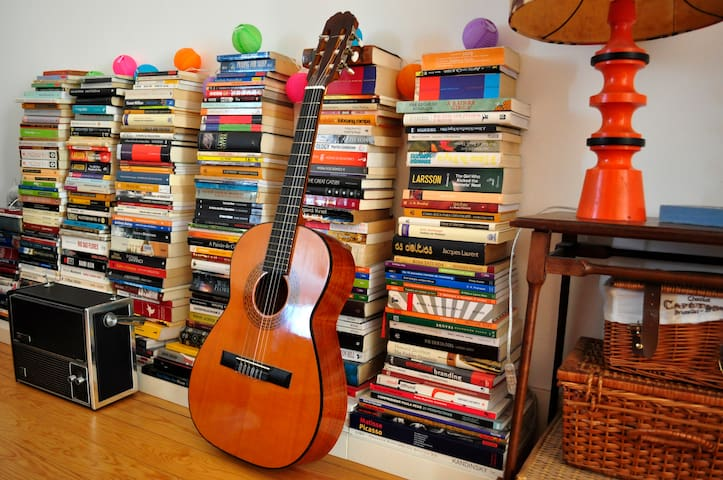 Feel free to pick one of these books to read or play the guitar while you´re here.