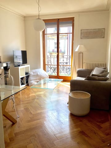 Big private room in the heart of Geneva Eaux-Vives