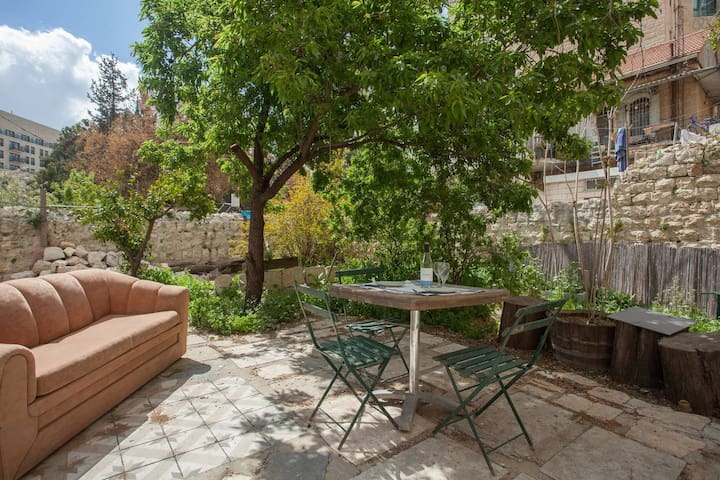 Garden flat in best location - Jerusalem - Apartment