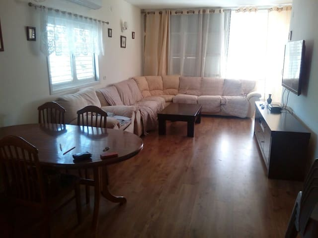 completely renovated 3 bedrooms apt - Petah Tikva - Lejlighed