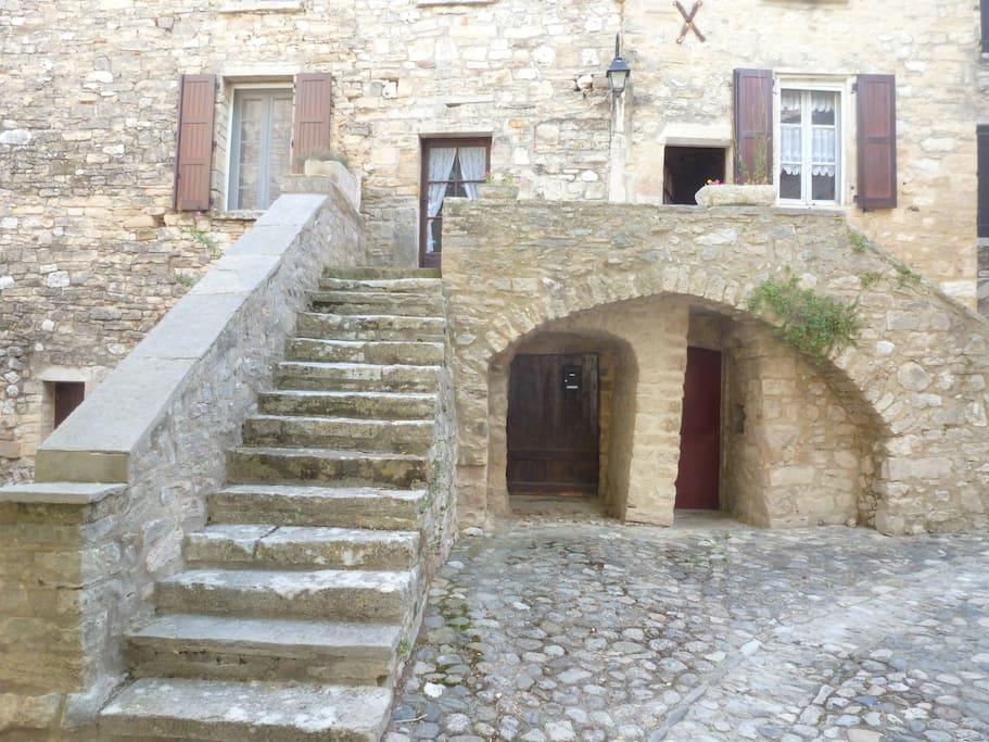 Vue de la maison depuis la place de l'église