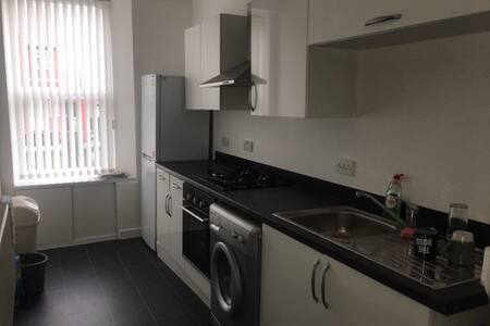 Modern 1 Bed Flat Open To Hosting Longer Stays Now