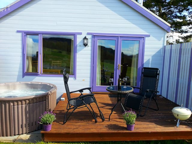 Kinnaird Woodland Lodge, own hot tub by Pitlochry - Pitlochry - Casa