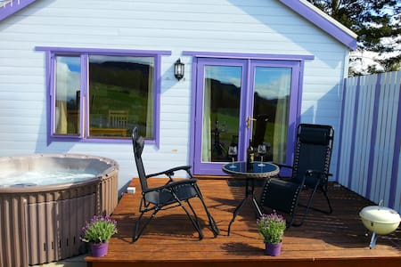 Kinnaird Woodland Lodge, own hot tub by Pitlochry - Pitlochry