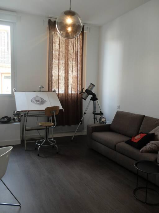 Votre chambre avec le canapé plié, qui libère un grand espace