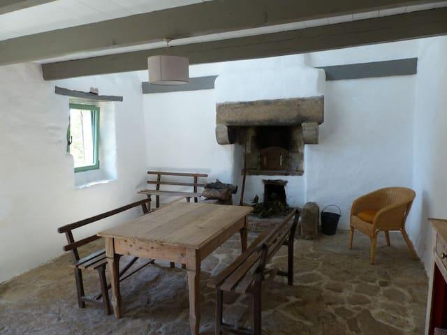 Chambre d'hôte indépendante, avec cheminée - Guissény - บ้าน