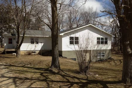House 20 minutes from Rochester MN - Spring Valley
