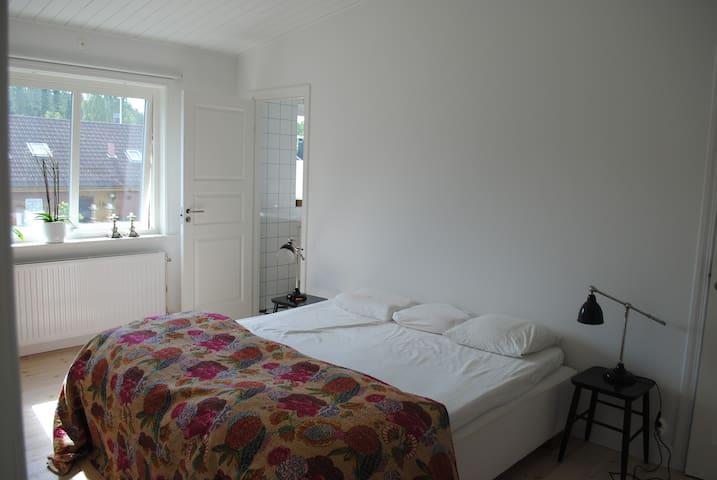 Master bedroom with separat bath