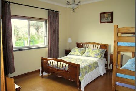 Family Room with En-suite Bathroom - Tomar - Bed & Breakfast