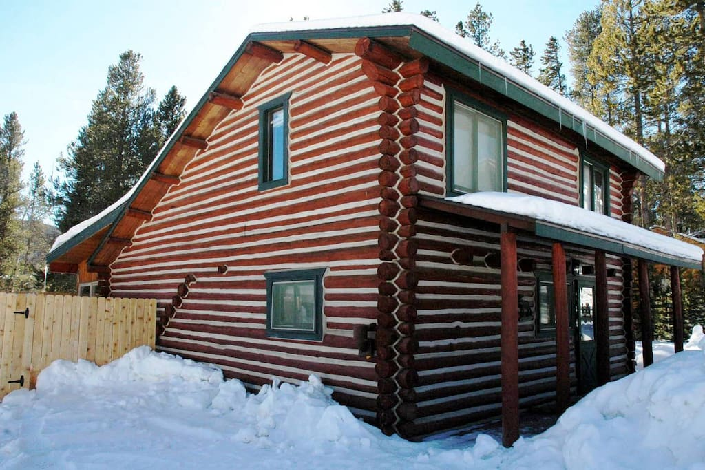 charming log cabin w hot tub in winter park co caba as