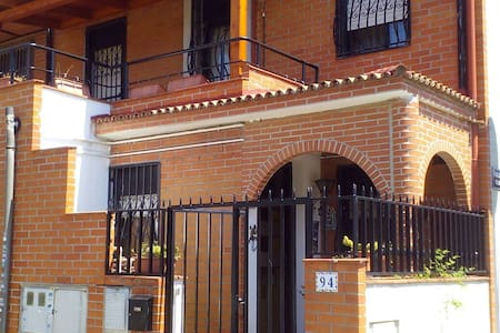 IDEAL FAMILIAS, PAREJAS Y GRUPOS - Getafe - Bed & Breakfast