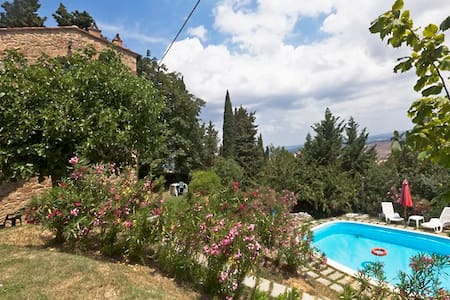 4 apartments, share pool. Lovely ! - Chianni