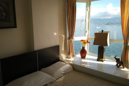 FullSeaview nextto MTR&tram,renovated, bright flat - Hong Kong - Apartment