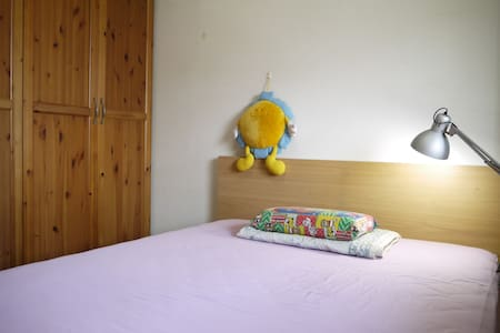 Clean Private Room / 5 mins walk to MRT Zhuwei - Danshui District - Lejlighed