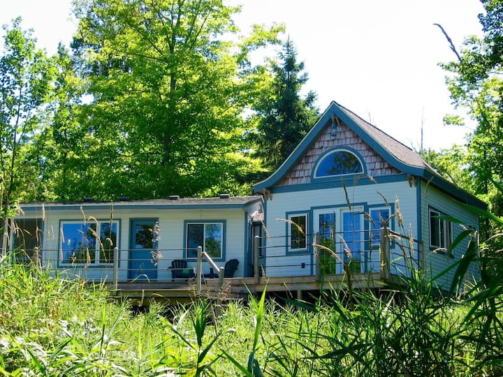 Cottage with Queen Bedroom Plus Loft and Lake Superior Views