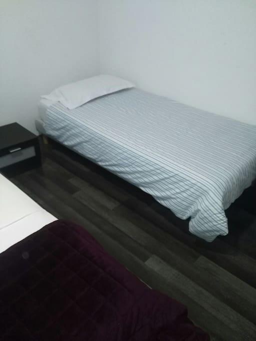 chambres 2 + 1 grand + 1 lit une personne