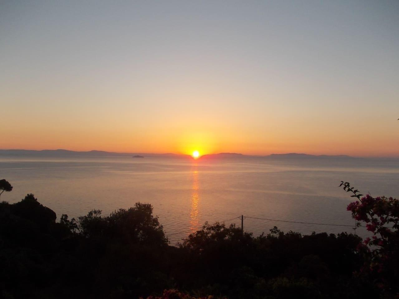 L'alba vista dalla casa