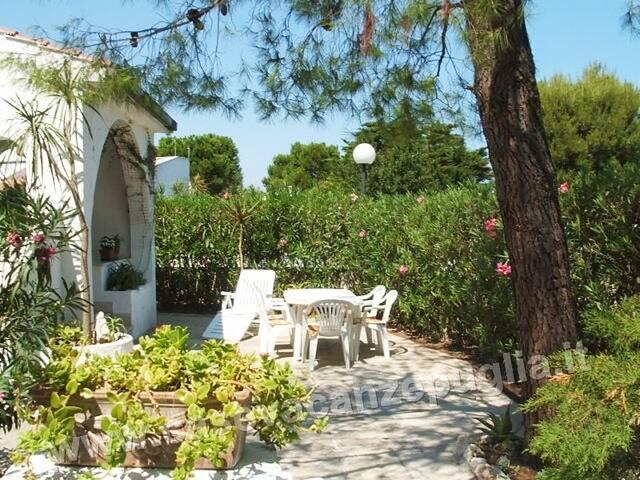 Villa con Giardino e Veranda Privata a Rosa Marina