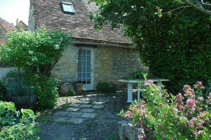 Charming house,stone,hilltop hamlet - Payrac - Haus