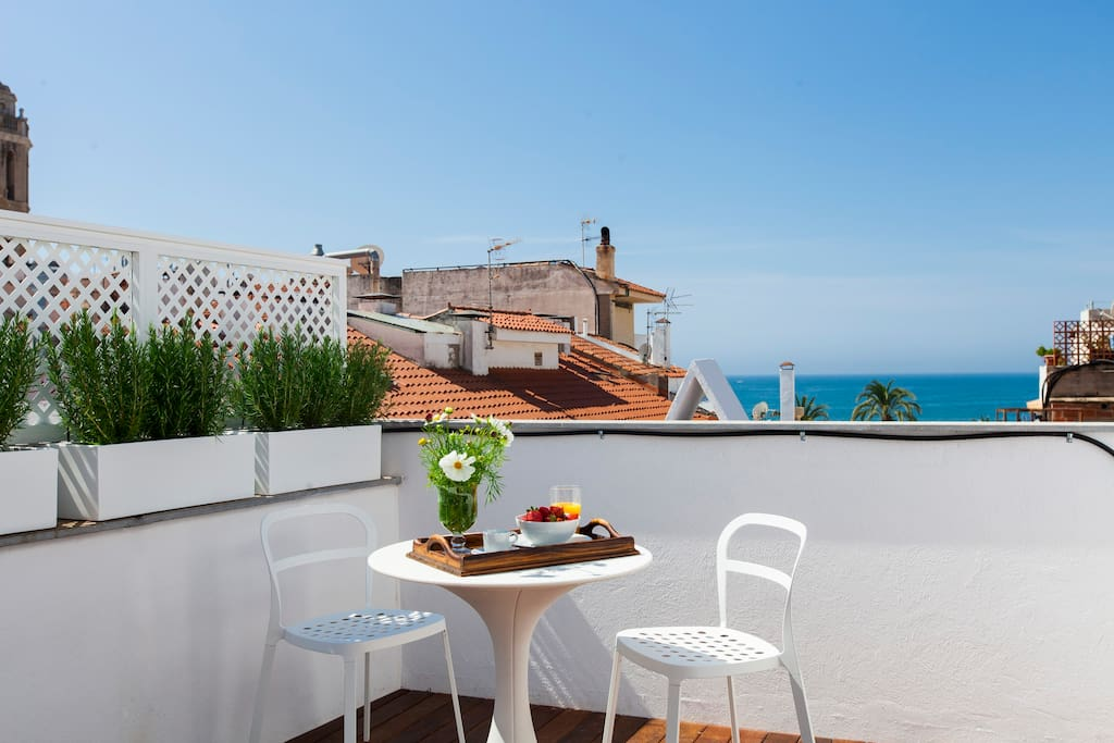 Chic studio with terrace near the beach ac sitges for The terrace top date