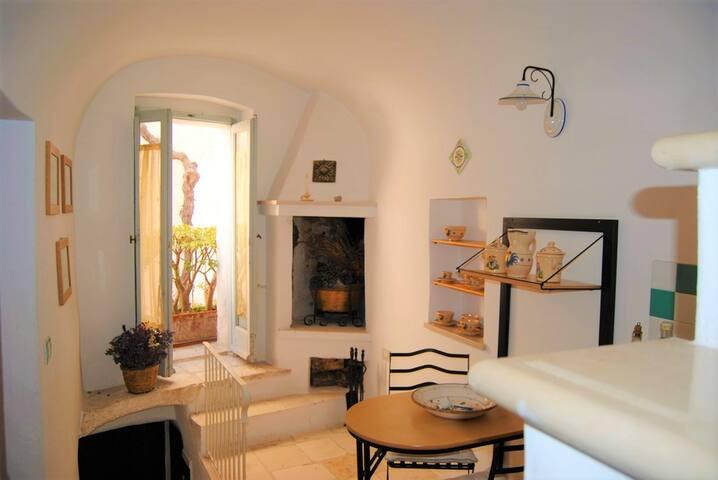 Romantic, Quiet and Cozy apt with Terrace