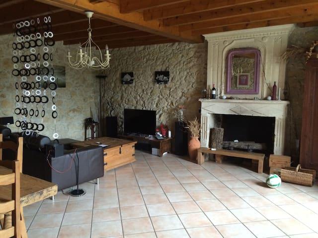 Maison dans un village de campagne - Saint-Romain-la-Virvée