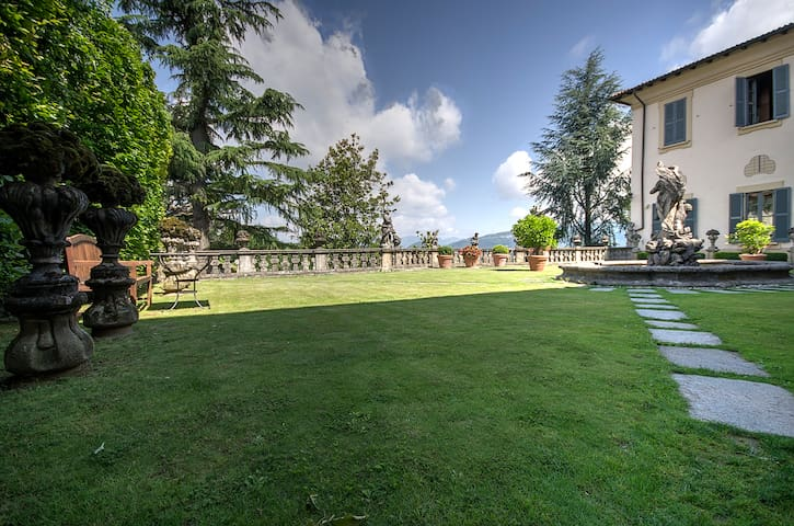 villa Agnesi between Milan, lake Como and Bergamo - Montevecchia - Huvila