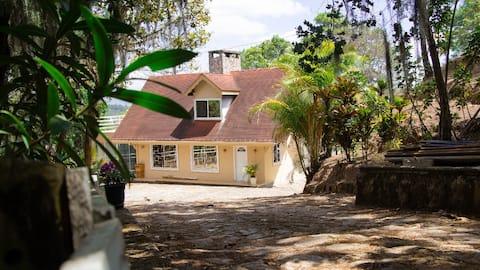 La Cabaña de las Flores B&B, hab. con terraza