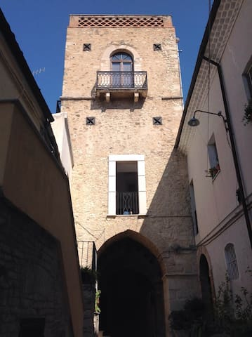 THE GALUPPI TOWER built in 1312 AD in Larino. - Larino - Otros