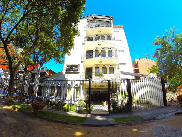 Award Winning Boutique Hotel - 1 or 2 Guests - Asuncion - Boutique-hotelli