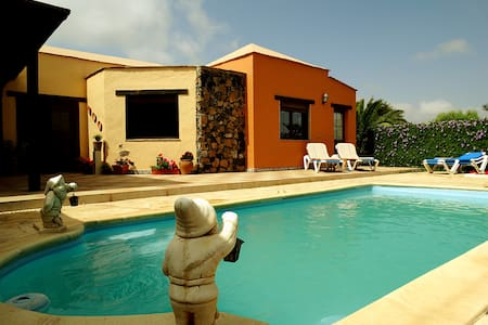 Wonderful villa, pool, BBQ and WIFI - Dom