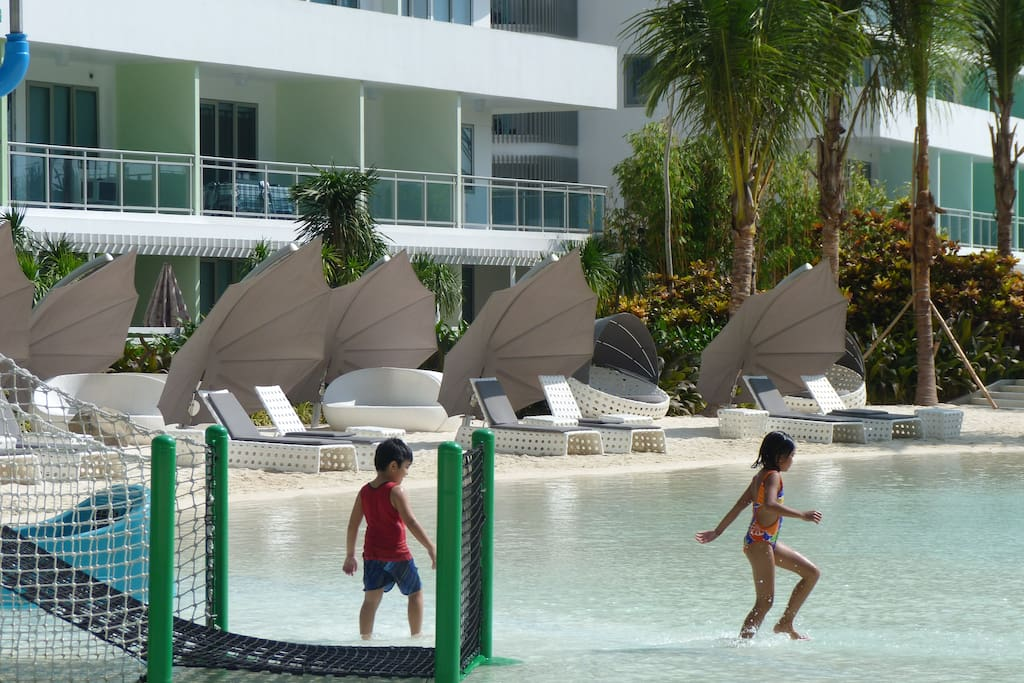 Kiddie Pool area.