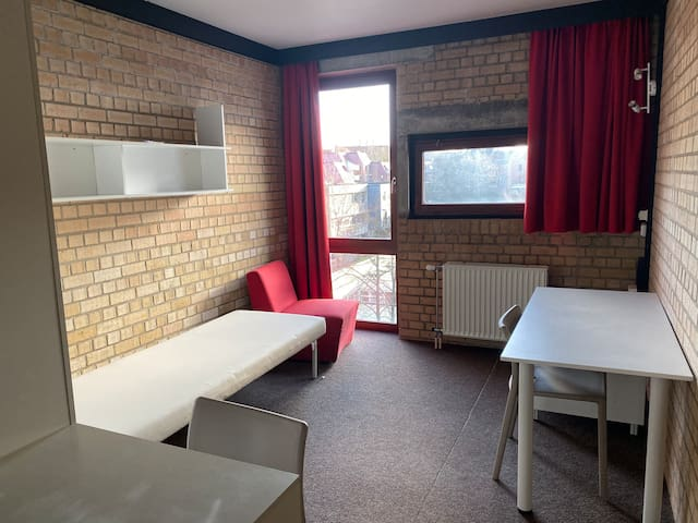 Petit studio près de l'hôpital Saint-Luc