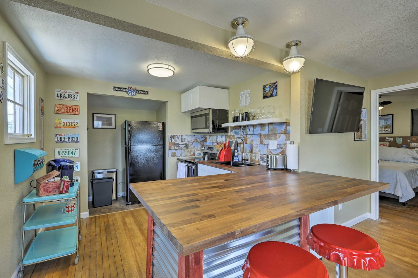 Let this eclectic apartment serve as the foundation for your Winslow retreat!