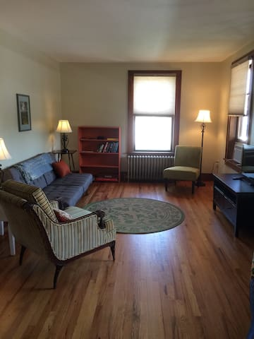 Village Apt near Lake Champlain - Port Henry - Apartamento