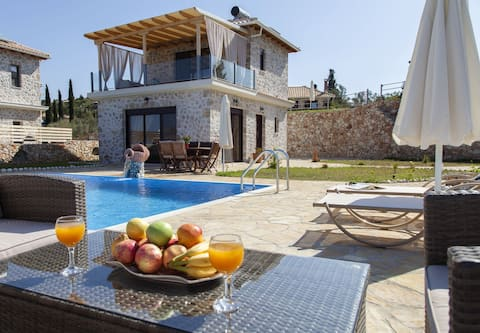 Family Villa with Pool & Sea Views