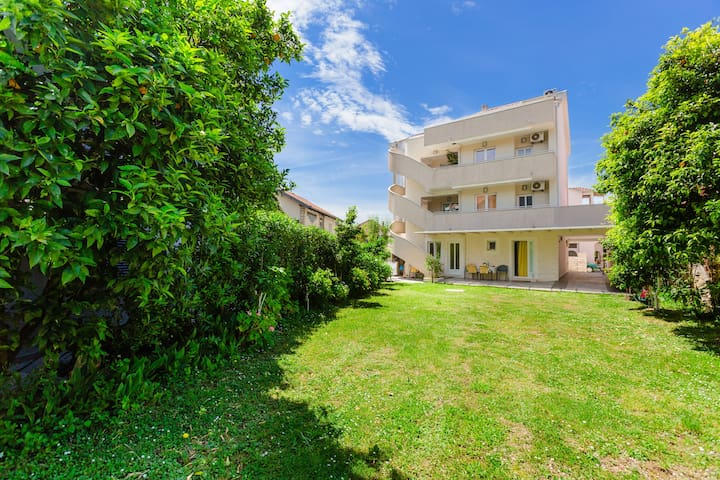 One bedroom 30 meters from the sea