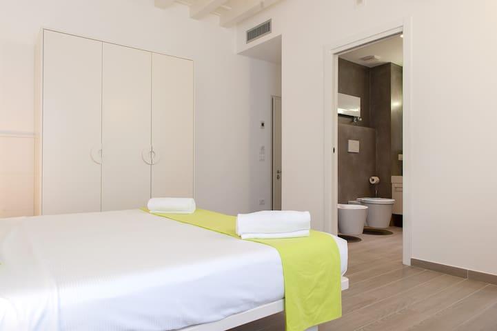 Camera nel cuore del centro con bagno, wifi, a.c.