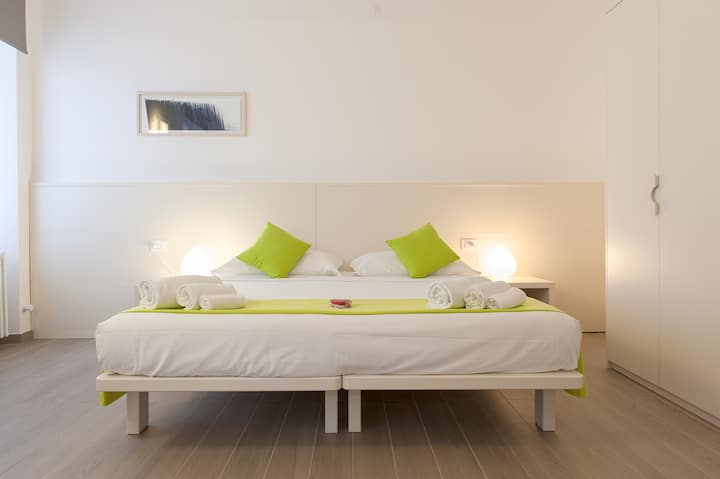 Central standard room with bathroom, wifi, a.c.