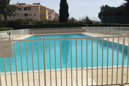 Top 20 cap d 39 agde vacation rentals vacation homes condo for Piscine naturiste montpellier