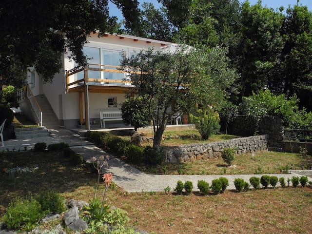 Archi`s house -a charming house 5 min from the sea - Selce - Talo